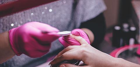 usuwanie żelu z paznokci